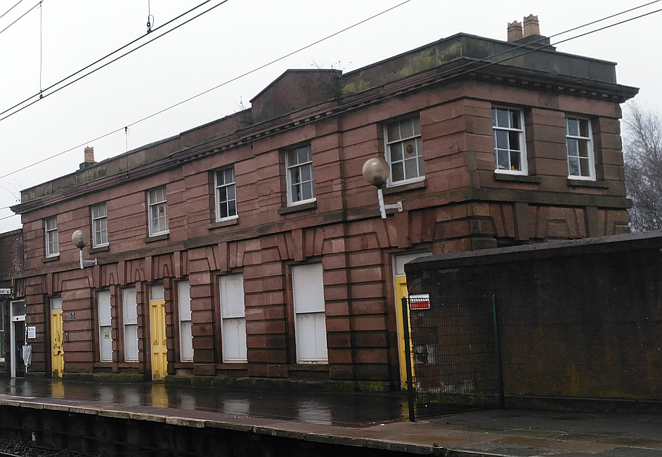 Edge Hill rail station r.png