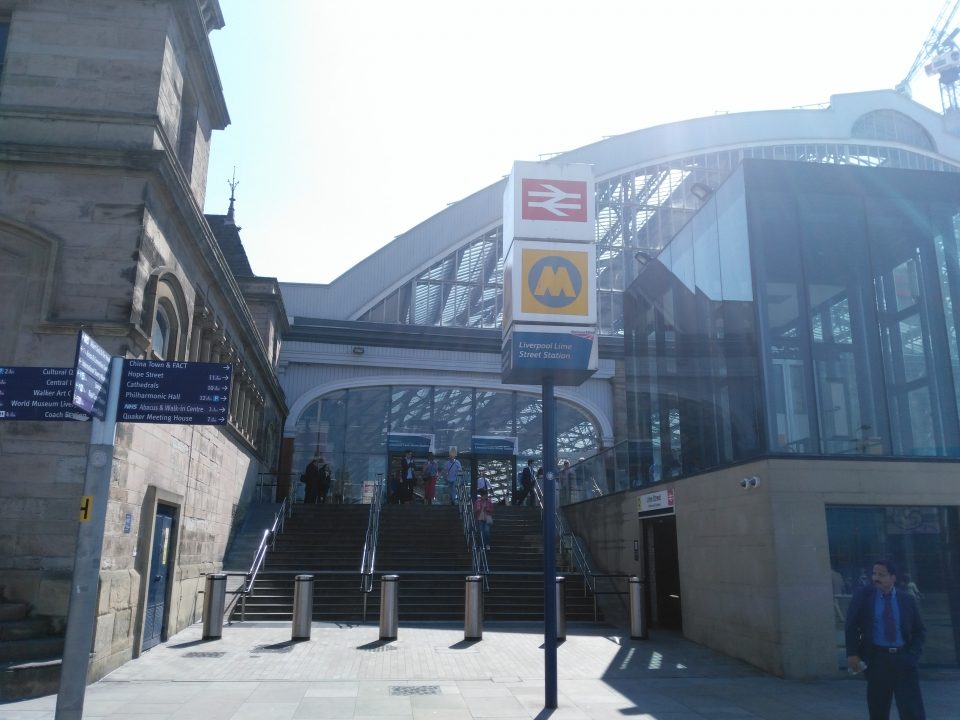 Lime St station Gloucester Street entrance.jpg