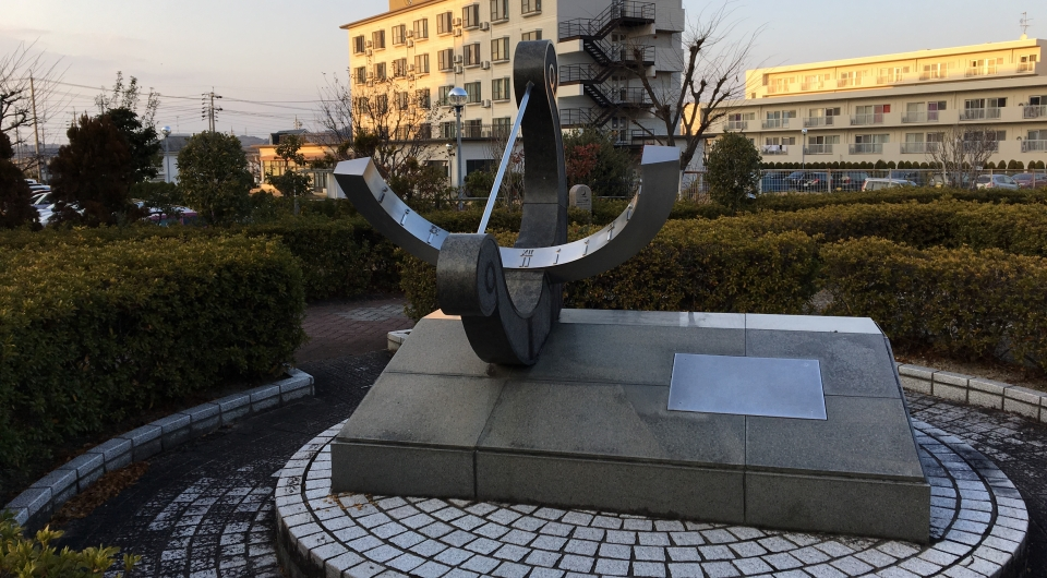 A combined analematic-equatorial sundial in Komaki City, Japan