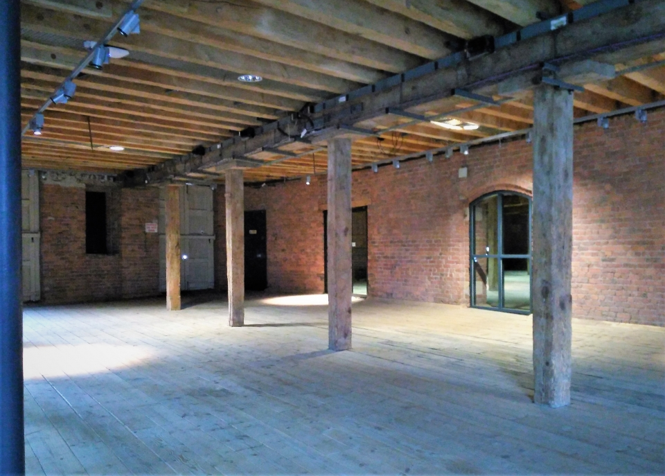 Manchester 1830 warehouse interior.jpg